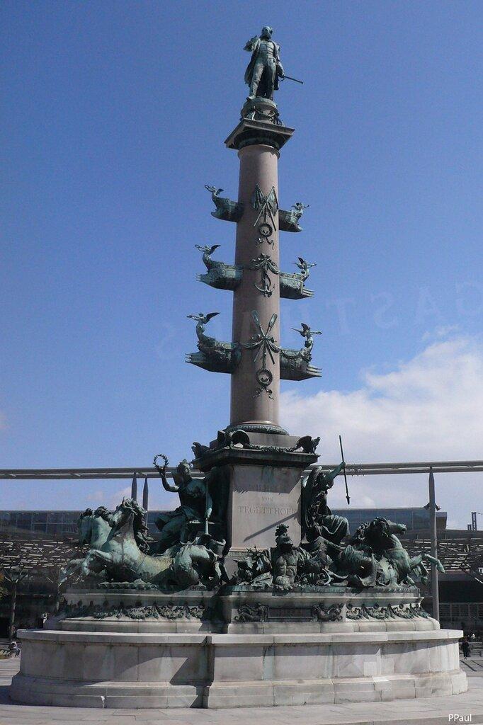 Памятник в виде ростральной колонны установлен в честь адмирала Wilhelm von Tegetthoff, который одержал победу в битве при Лиссе в 1866 году