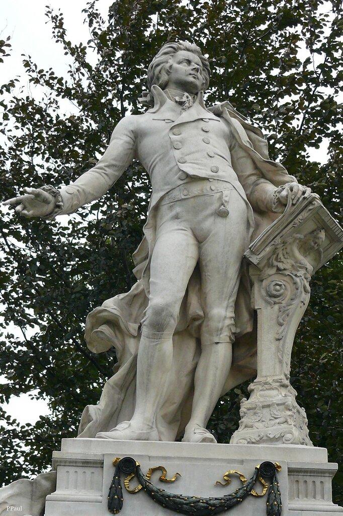 парк Бурггартен. памятник Моцарту.