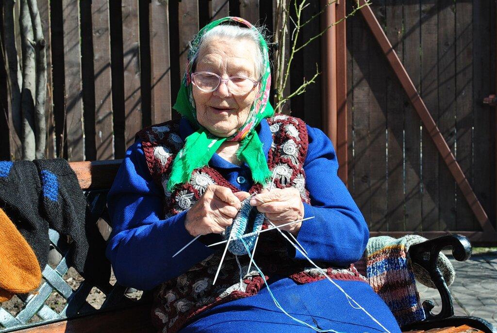 Бабушка отложи ты свое вязание заведи старый свой граммофон 471