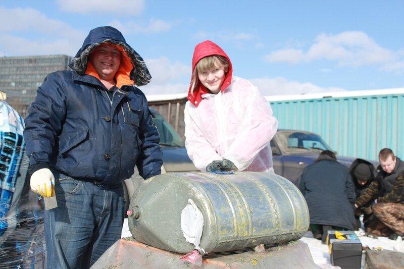 Олег и Наташа отмывают гидробак