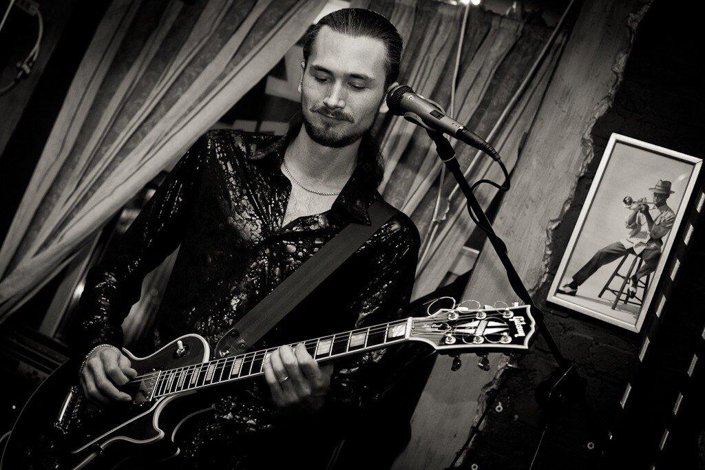 Репортаж из Jazz Cafe...Паша - Гитарист