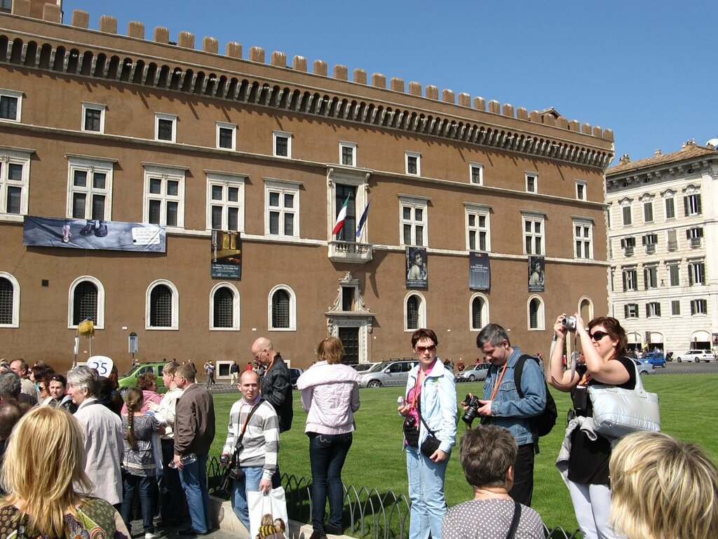 Рим. Площадь Венеции (Piazza Venezia). Венецианский дворец (Palazzio di Venezia)