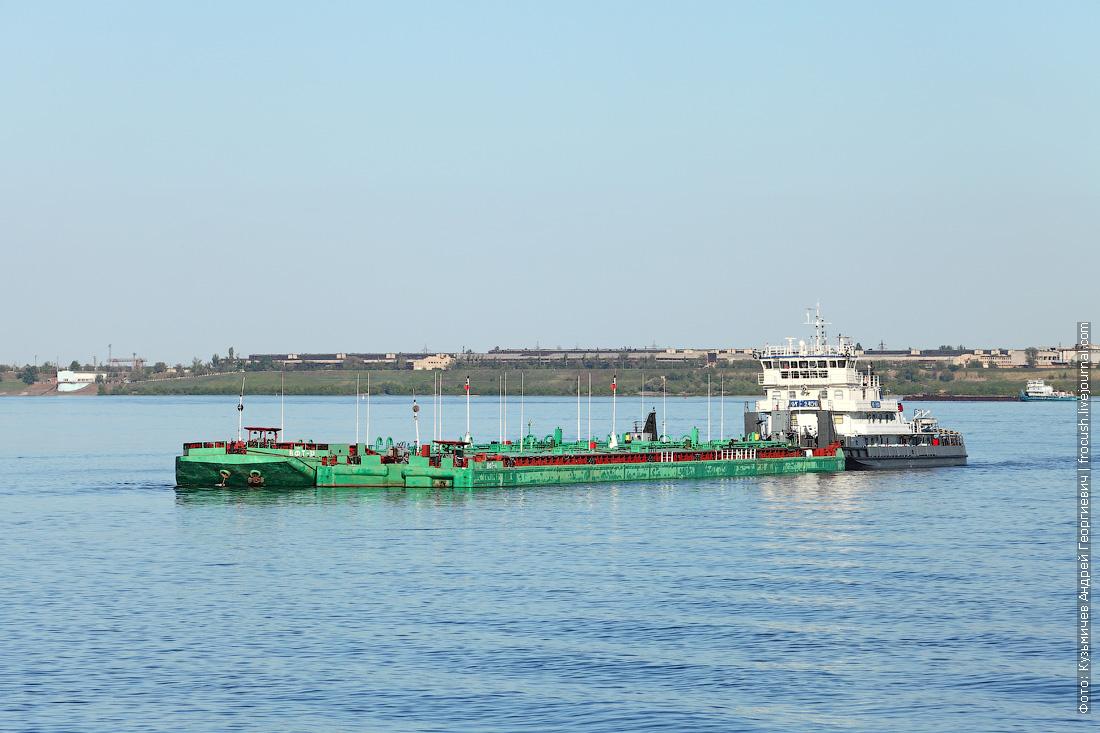 буксир-толкач «ОТ-2456» с наливными баржами «ВФТ-13» и «ВФТ-14»