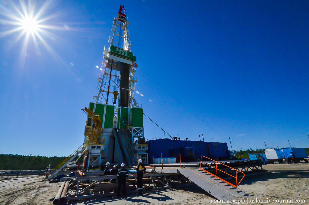 Как выглядит нефтяная буровая установка