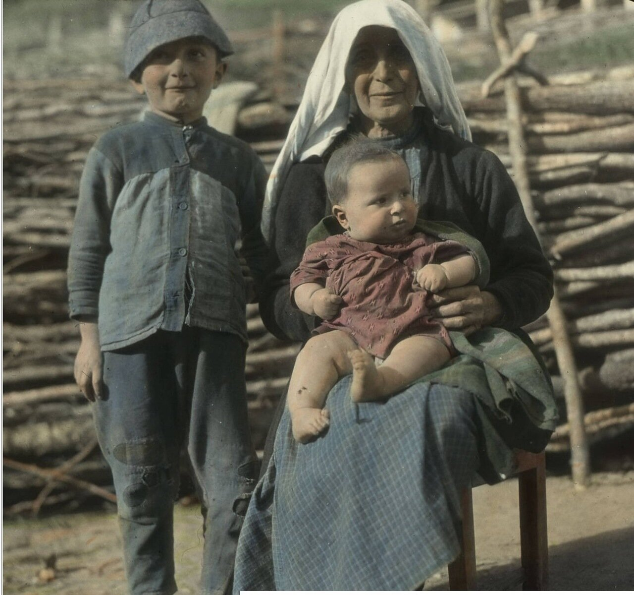 Бабушка и внуки в Лачамуле