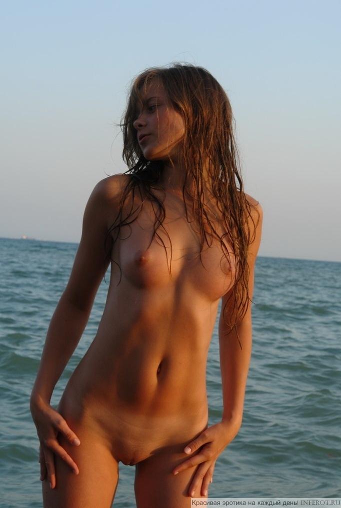 Голышом на море...