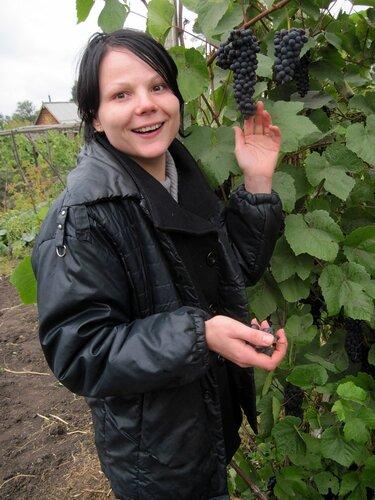 Девушка и виноград