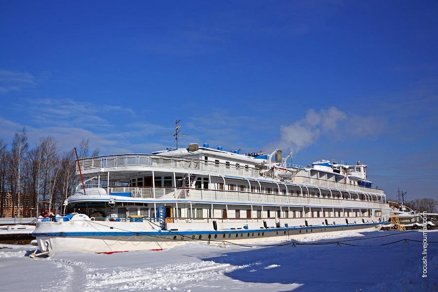 19 февраля 2011 года. Теплоход «И.А.Крылов» на зимнем отстое в Хлебниково
