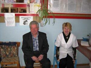 Приём больных закончен - санитарке Тамаре Николаевне можно и минутку посидеть, поговорить с Анатолием Петровичем.