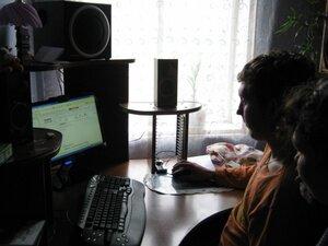 В семье Галины Ильиничны осваивают новый компьютер.