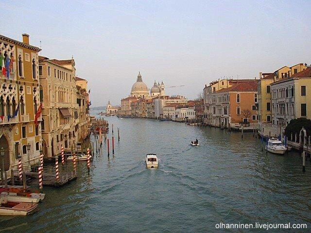 Вид с моста Академия на Большой Канал и лагуну в Венеции