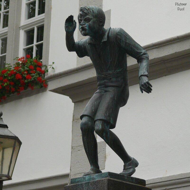 """необычный памятник- фонтан """"SchДngel"""""""