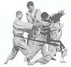Сюмацу доса - «фиксирующее движение» (когда противник тянет)