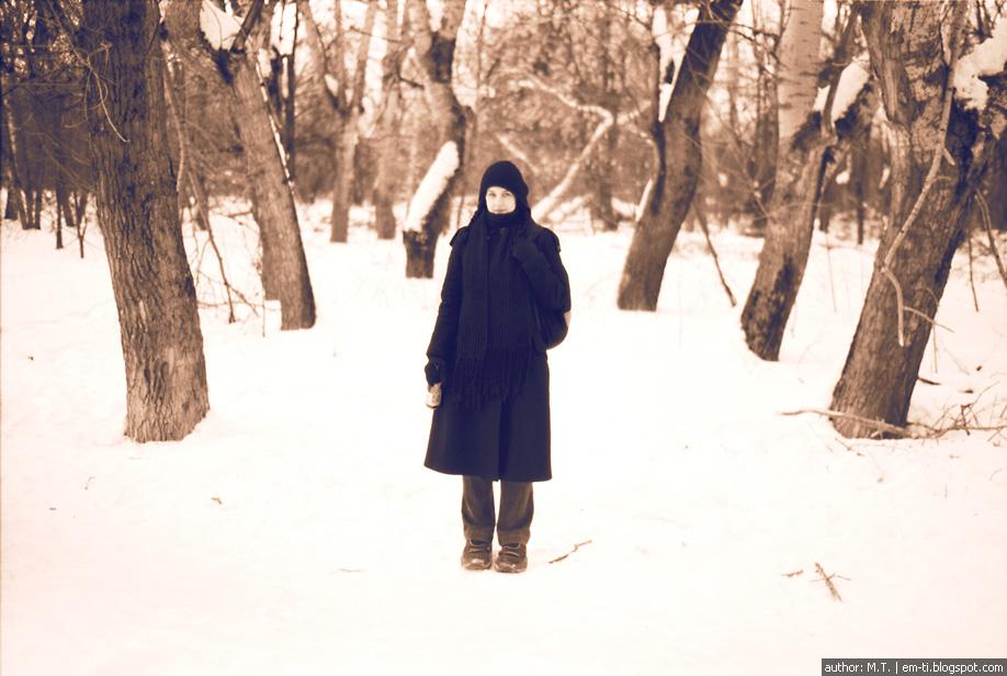 Катя в зимнем лесу.