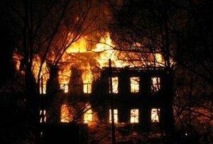Во Владивостоке при пожаре в многоквартирном доме погиб мужчина