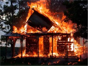 В Приморье при пожаре частного дома погиб мужчина