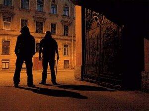 В Приморье двое мужчин избили и ограбили прохожего