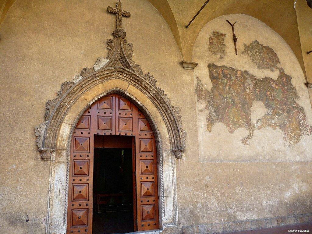 Портал и фрагменты фрески 18 в. церкви Matrice Vecchia.