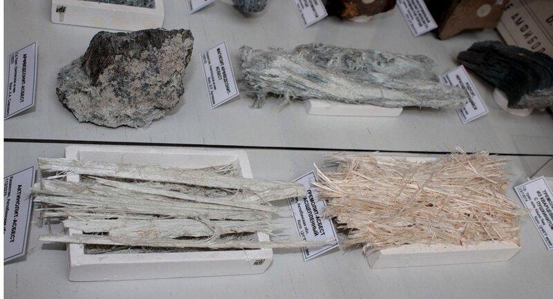 Арфведсонит-асбест; магнезит-арфведсонит-асбест; актинолит-асбест; тремолит-асбест расщеплённый