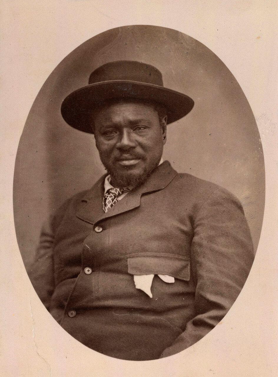 Кечвайо. 27 октября 1879. В 1861 фактическое управление страной перешло в руки Кечвайо. Несмотря на официальное признание и заверения в дружбе английских властей, начиная с 1873 года противоречия между Наталом и правителем зулусов постепенно нарастали