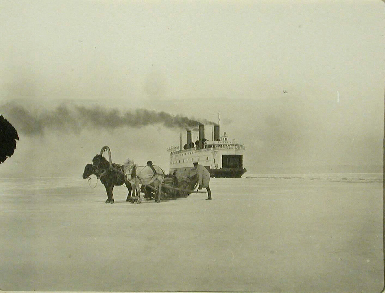 18. Ледокол Байкал пробивает канал во льду