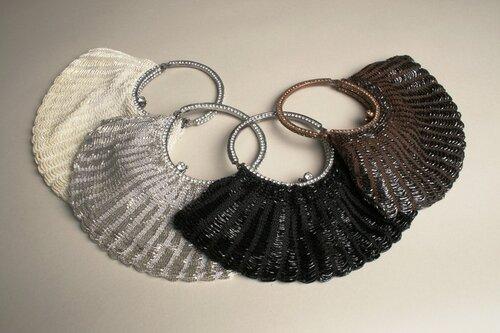 С бисером и бусинками Клатчи, сумочки из питона, вечерние сумки со стразами Clara Kasavina.