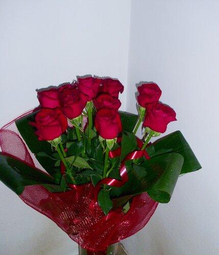 Подарок девушке одну розу