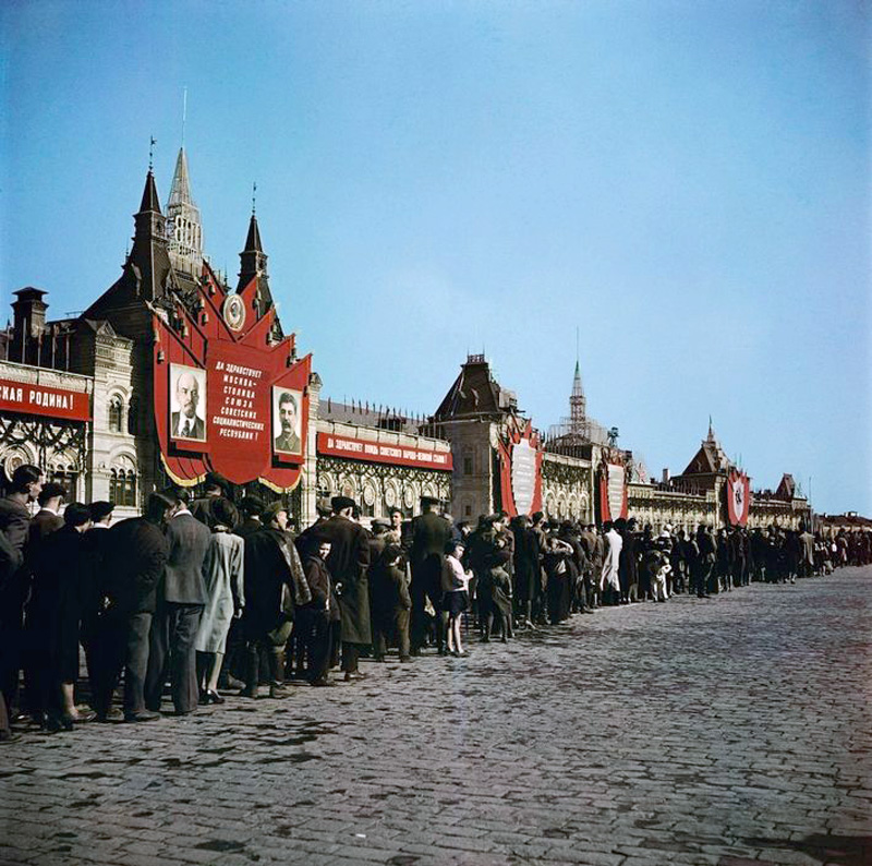 Moscow. 1947. Visitors at Red Square2ф.jpg