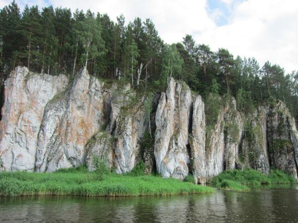 Скалы наЧусовой