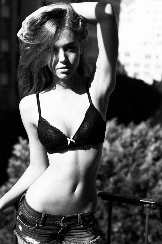 Красивые фотографии молодой модели Алексис Рен 0 1423d9 59f8803c orig