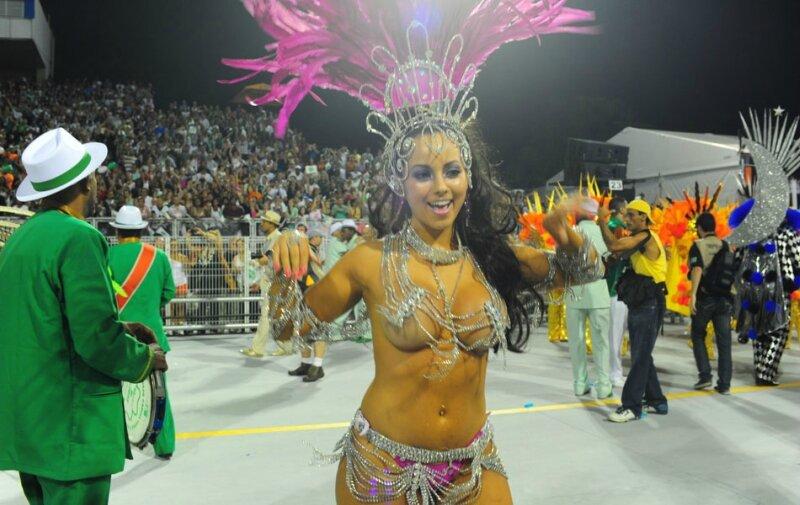 Сиськи карнавала моему