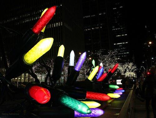 Зима в Нью-Йорке, Гигантские лампочки в виде помады