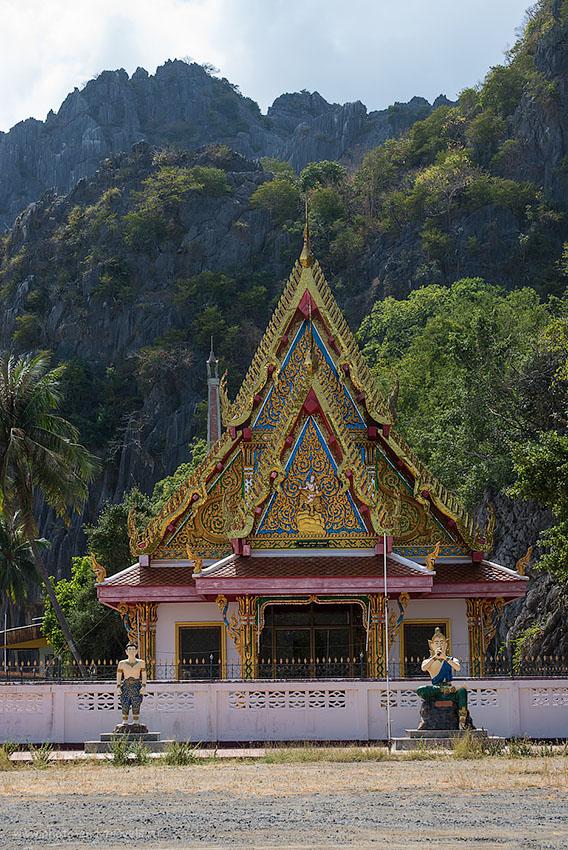 Фотография 15. Храм у горы  Daeng  в Таиланде. Отчеты туристов о самостоятельном отдыхе в феврале (250, 90, 8.0, 1/400, телеобъектив Nikkor 70-300)