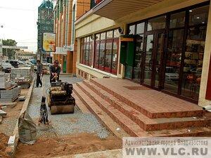 В центре Владивостока завершается укладка брусчатки