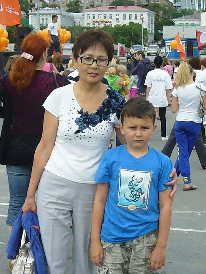 Жители Владивостока на зарядке