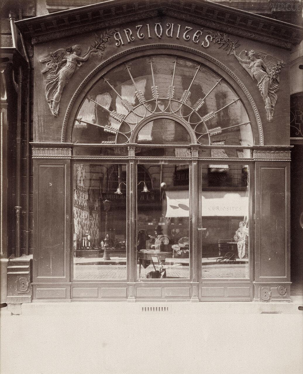 1902. Антикварный магазин