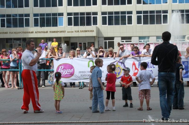 Первый в Саратове Чемпионат по перетягиванию каната, площадка у консерватории им Собинова, 22 мая 2011 года.