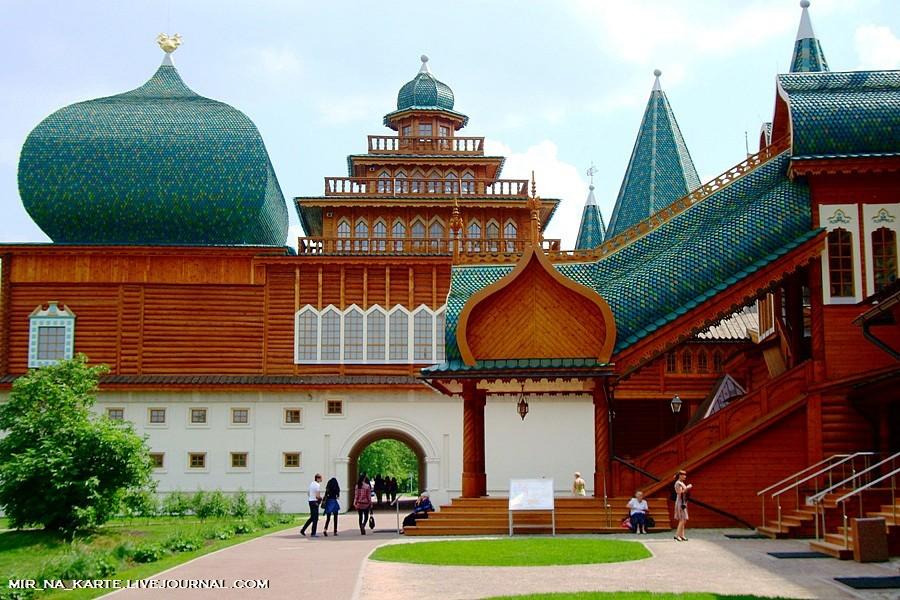 """1.Коломенский дворец царя Алексея Михайловича - когда-то считавшийся  """"восьмым чудом света """", а ныне обзываемый..."""