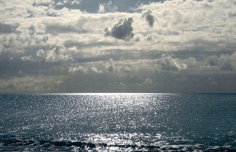 Только море и небо
