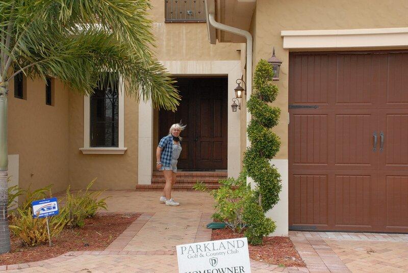 Флорида накануне зимы. Паркленде, Пожалуй, БЕСПЛАТНО, кремы, загара, шампуни, Приятно, всеми, этими, благами, могут, пользоваться, лежаки, любые, гости, домов, берегу, пруда, Справа, гараж