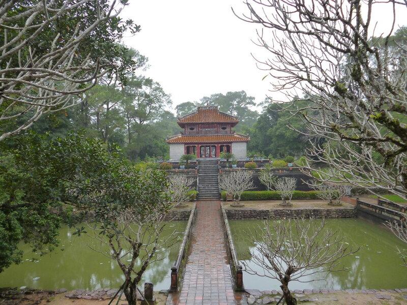 Хюэ: гробницы двух императоров - человека и гомосека