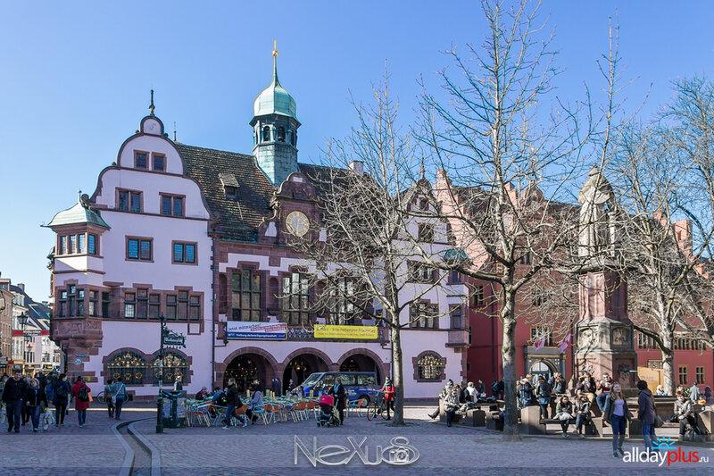 Фра́йбург-им-Бра́йсгау или просто Фрайбург.