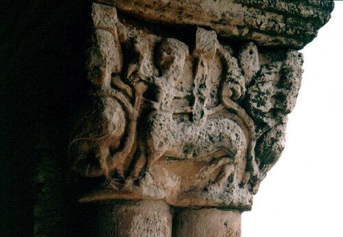 Capitel con centauro de Santa María de Tiermes vuelaunalechuza.blogspot.com