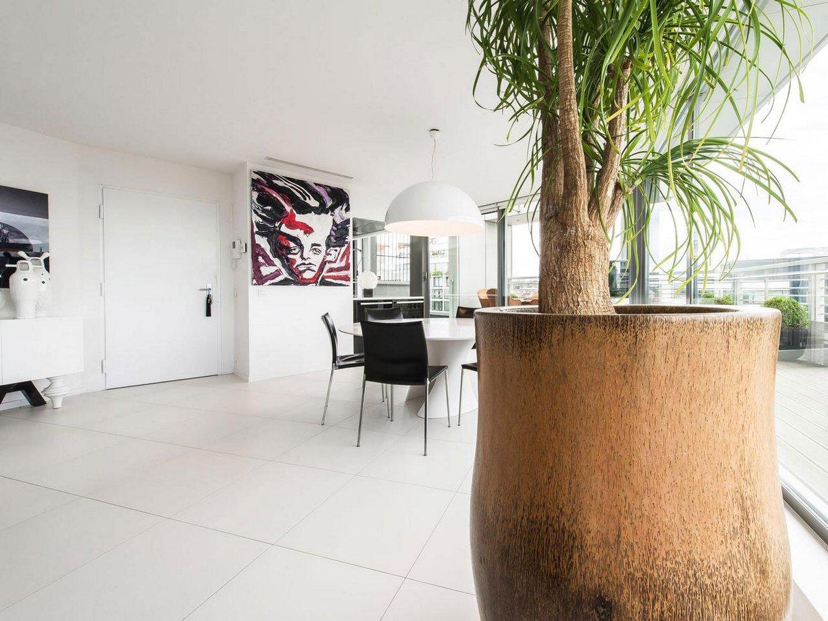 элитное жилье в Бельгии, элитная недвижимость Бельгии, дизайн интерьера квартиры, светлые стены в интерьере фото, пентхаус с панорамным видом на город