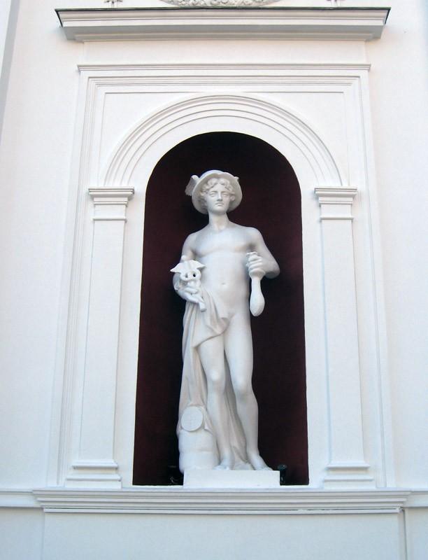 Скульптурная композиция на здании Городской думы города Одесса