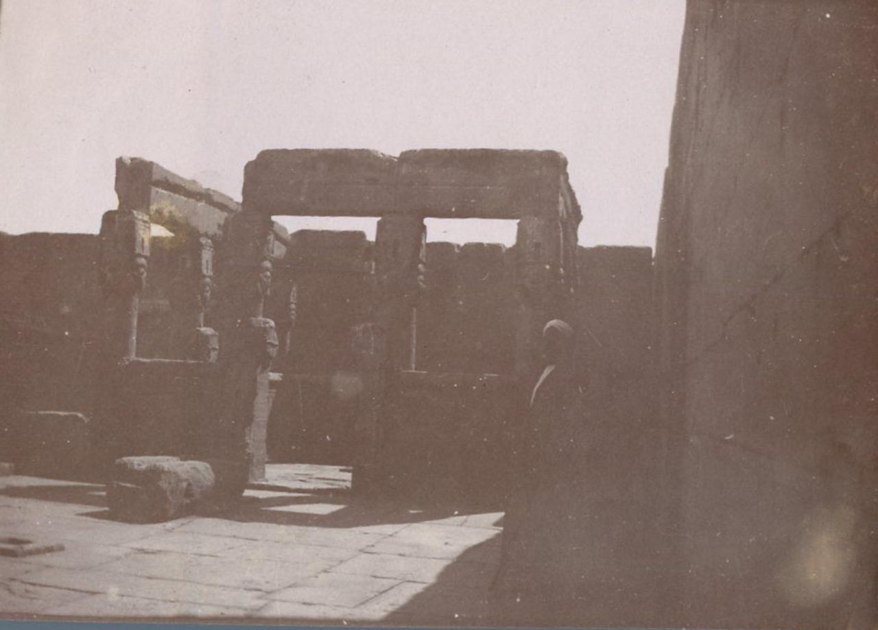 1900-е. Киоск на крыше храма Хатхор