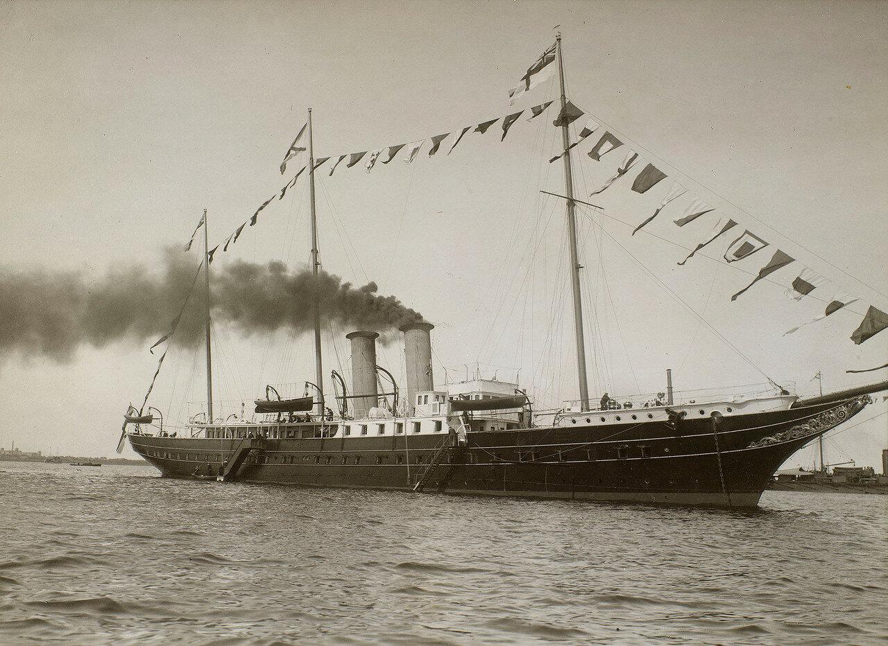 01. Королевская яхта «Александра» в Ревельском заливе