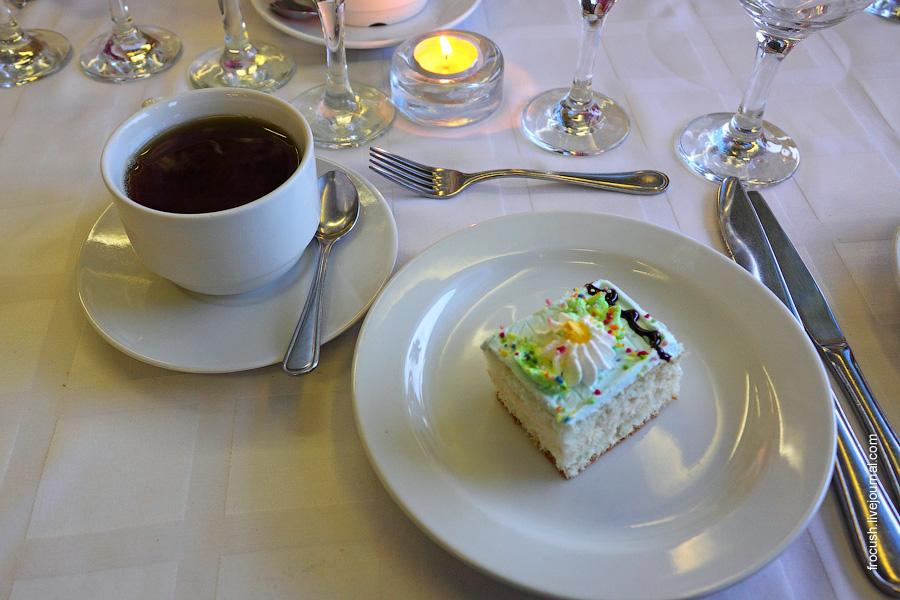 Чай, торт и свечка