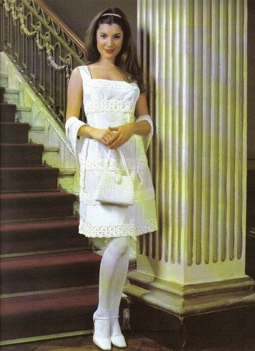 Вязаные свадебные платья) Журнал со схемами можно скачать.