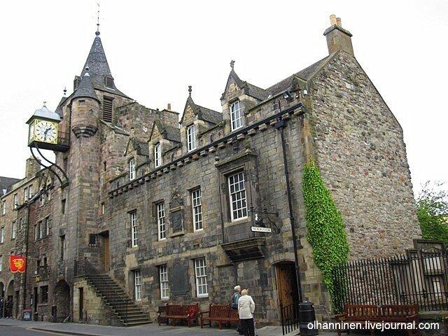 На Королевской миле в Эдинбурге расположен бесплатный Музей народной истории
